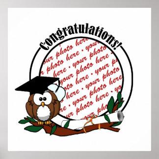 Búho lindo de la graduación del dibujo animado con póster