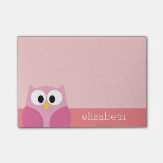 Búho lindo del dibujo animado en rosa y coral nota post-it