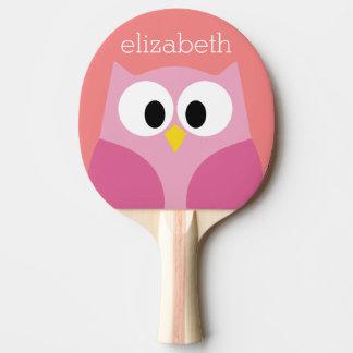 Búho lindo del dibujo animado en rosa y coral pala de tenis de mesa
