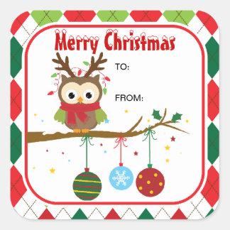 Búho lindo del navidad con el regalo de la asta pegatina cuadradas