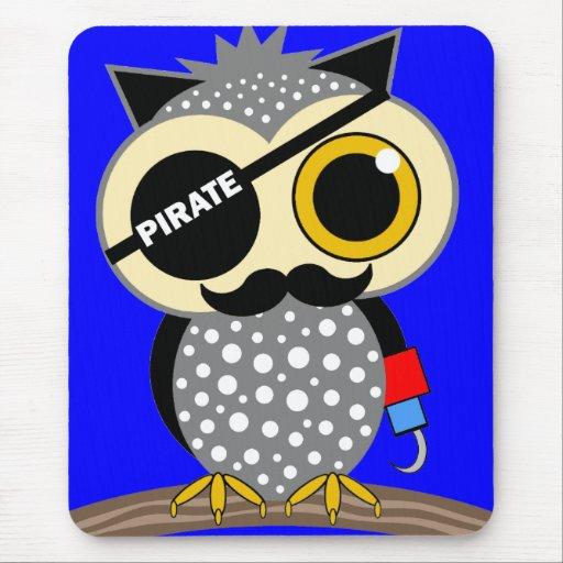 búho lindo del pirata mousepads