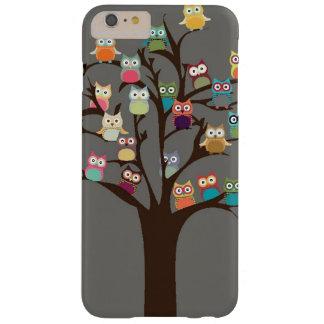 Búho lindo en fondo del árbol el | funda barely there iPhone 6 plus