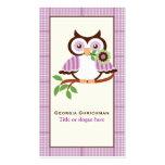 Búho lindo en una rama, frontera púrpura de la tarjeta de negocio