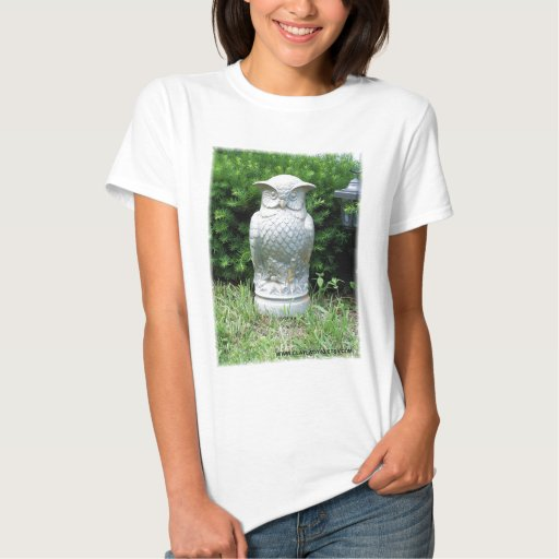 Búho majestuoso del jardín t shirts