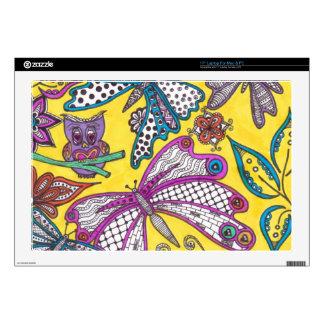 Búho, mariposa y floral en fondo amarillo portátil skin