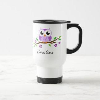 Búho púrpura en nombre personalizado rama taza de viaje