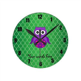 Búho púrpura lindo reloj