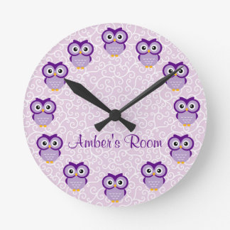 Búho púrpura personalizado reloj redondo mediano