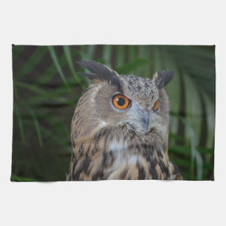 búho que da vuelta al pájaro principal derecho de toalla de mano