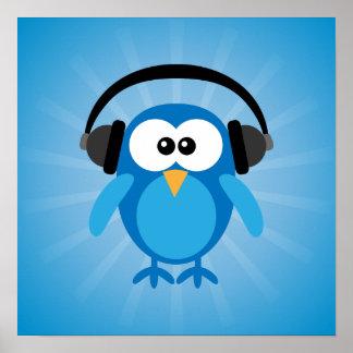 Búho retro azul enrrollado con los auriculares posters