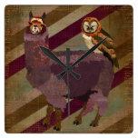 Búho retro de las momias y reloj de pared púrpura