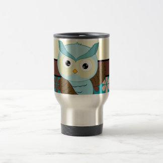 Búho retro en fondo enrrollado de la flor tazas de café
