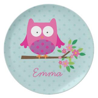 Búho rosado en una placa personalizada rama de la plato para fiesta