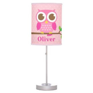 Búho rosado femenino lindo en la decoración del lámpara de mesa