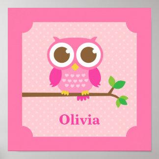 Búho rosado femenino lindo en la decoración del póster