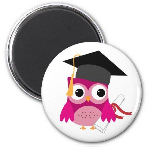 Búho rosado fucsia con el imán de la graduación de | Zazzle
