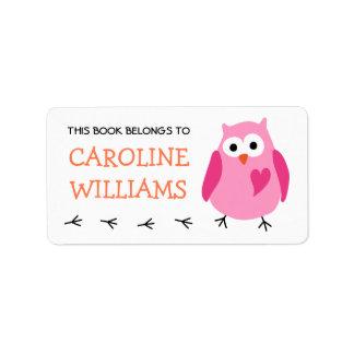 Búho rosado lindo con el libro del bookplate de etiqueta de dirección