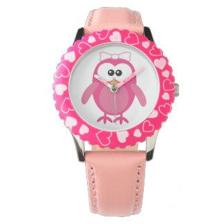 Búho rosado lindo del vector con la cinta reloj de mano
