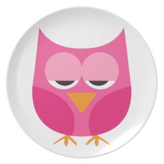 Búho rosado soñoliento lindo platos