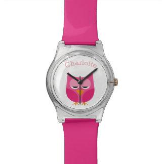 Búho rosado soñoliento personalizado reloj de mano