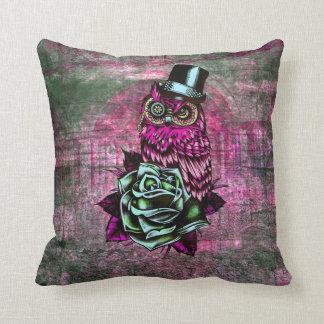 Búho rosado y verde con la almohada color de rosa