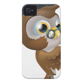 Búho sabio que señala la muestra iPhone 4 Case-Mate carcasas