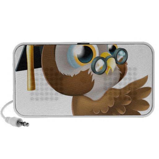 Búho sabio que señala la muestra iPod altavoces
