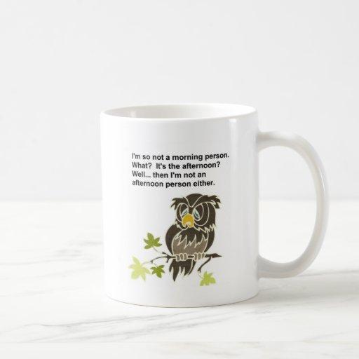 Búho soñoliento taza clásica