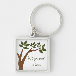Búho verde del amor en árbol llavero personalizado
