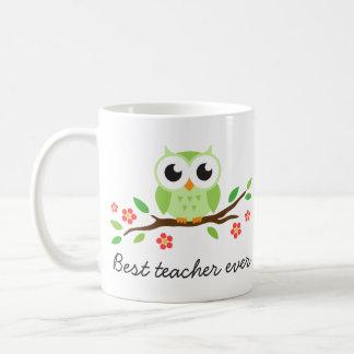 Búho verde lindo en el mejor profesor de la rama f taza básica blanca