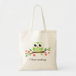 Búho verde lindo en la lectura floral del amor de  bolsas