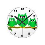 Búho verde reloj