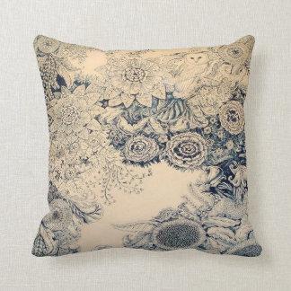 Búho y almohada del diseño floral