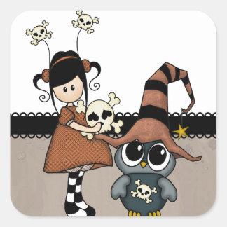 ¡Búho y chica de Halloween con los cráneos, Pegatina Cuadrada