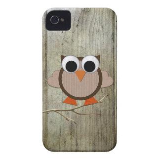 Búho y madera caprichosos iPhone 4 Case-Mate cárcasa