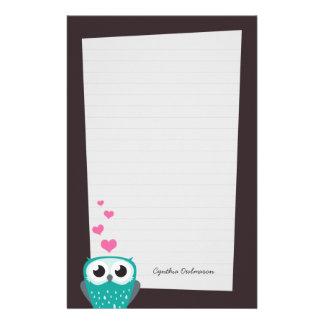 Búho y papel de nota de los corazones del amor al papeleria personalizada