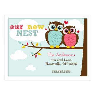 Búhos adorables que mueven invitaciones tarjetas postales
