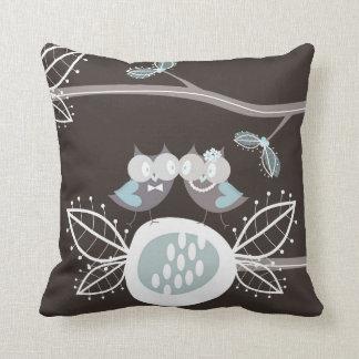 Búhos azules lindos del boda del bosque caprichoso almohadas