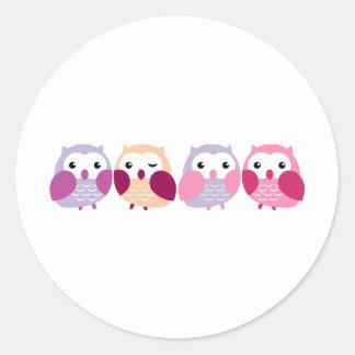 Búhos coloridos lindos - rosados y pasteles pegatina redonda