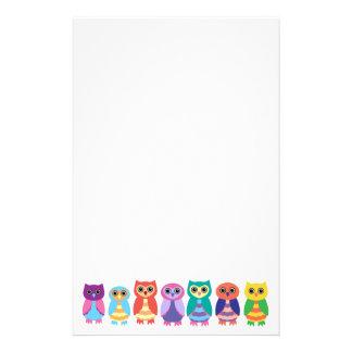 Búhos coloridos papelería personalizada