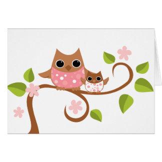 Búhos de la mamá y del bebé tarjeta de felicitación
