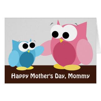 Búhos de la mamá y del hijo - tarjeta del día de m