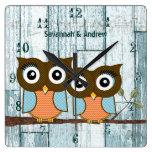 Búhos de madera personalizados del pájaro del amor reloj