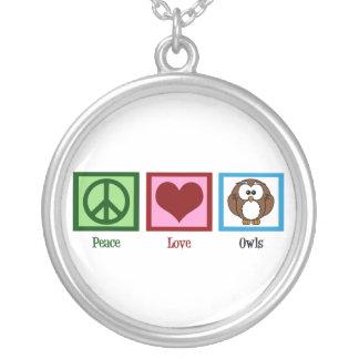 Búhos del amor de la paz pendiente