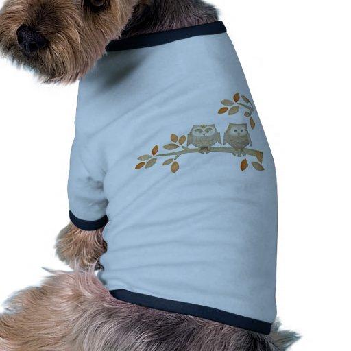 Búhos del amor en árbol camiseta de perrito
