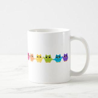 Búhos del arco iris taza de café