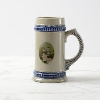 Búhos del bebé que pintan en productos adaptables jarra de cerveza
