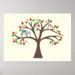 Búhos en un árbol de la Todo-estación Poster