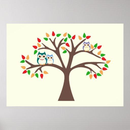 Búhos en un árbol de la Todo-estación Póster