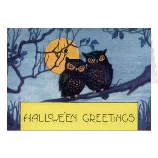 Búhos en un árbol - tarjeta de Halloween